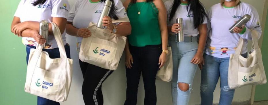 Assistência Social entrega kits para visitadoras do Criança Feliz