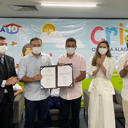 Prefeito Neno Freitas assina ordem de serviço para primeira creche do Programa CRIA
