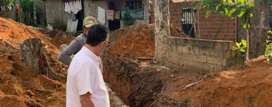 Prefeito Neno Freitas acompanha serviços de melhorias para o abastecimento de água e saneamento