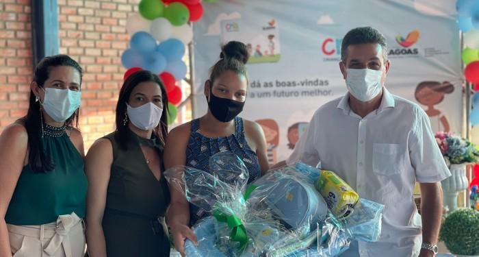 Assistência Social amplia e fortalece programas sociais no município com a entrega de novas cestas e cartões do CRIA